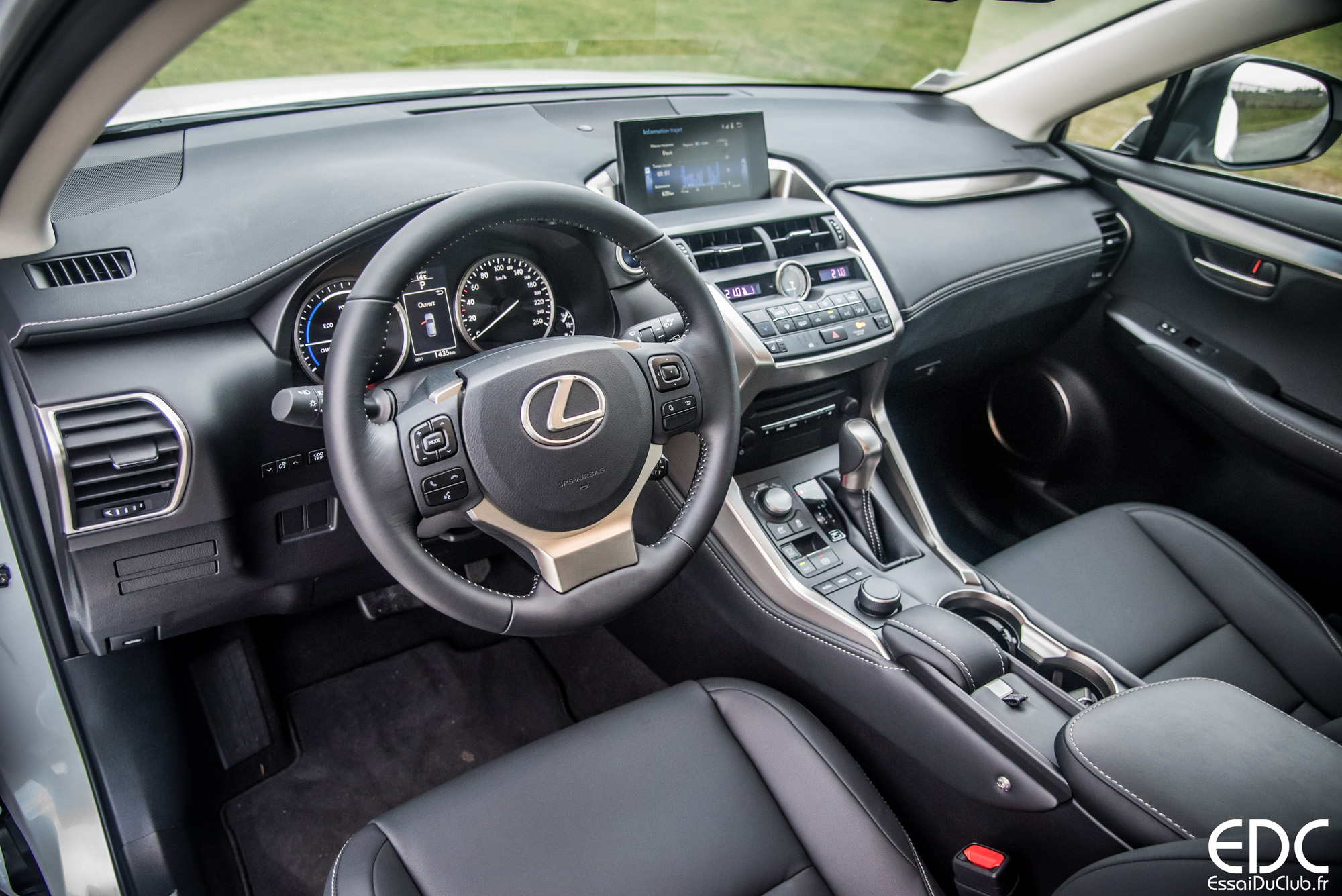 Lexus Nx H Interieur on 2016 Jeep Renegade Suv