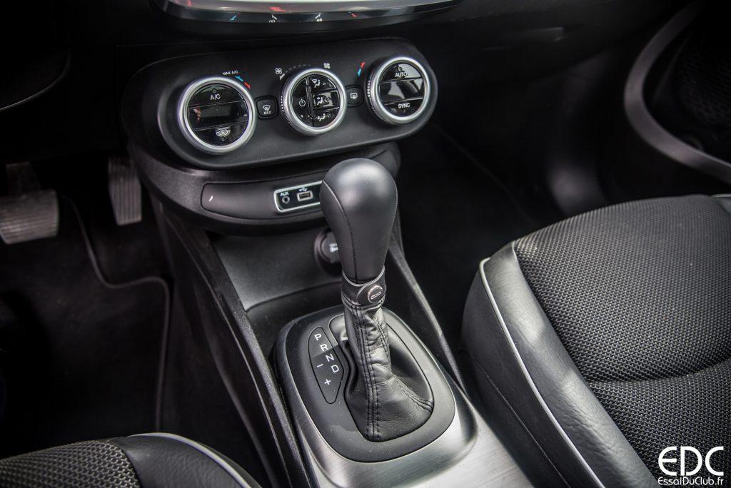 Fiat 500x essai du crossover aux couleurs italiennes for Interieur fiat 500x