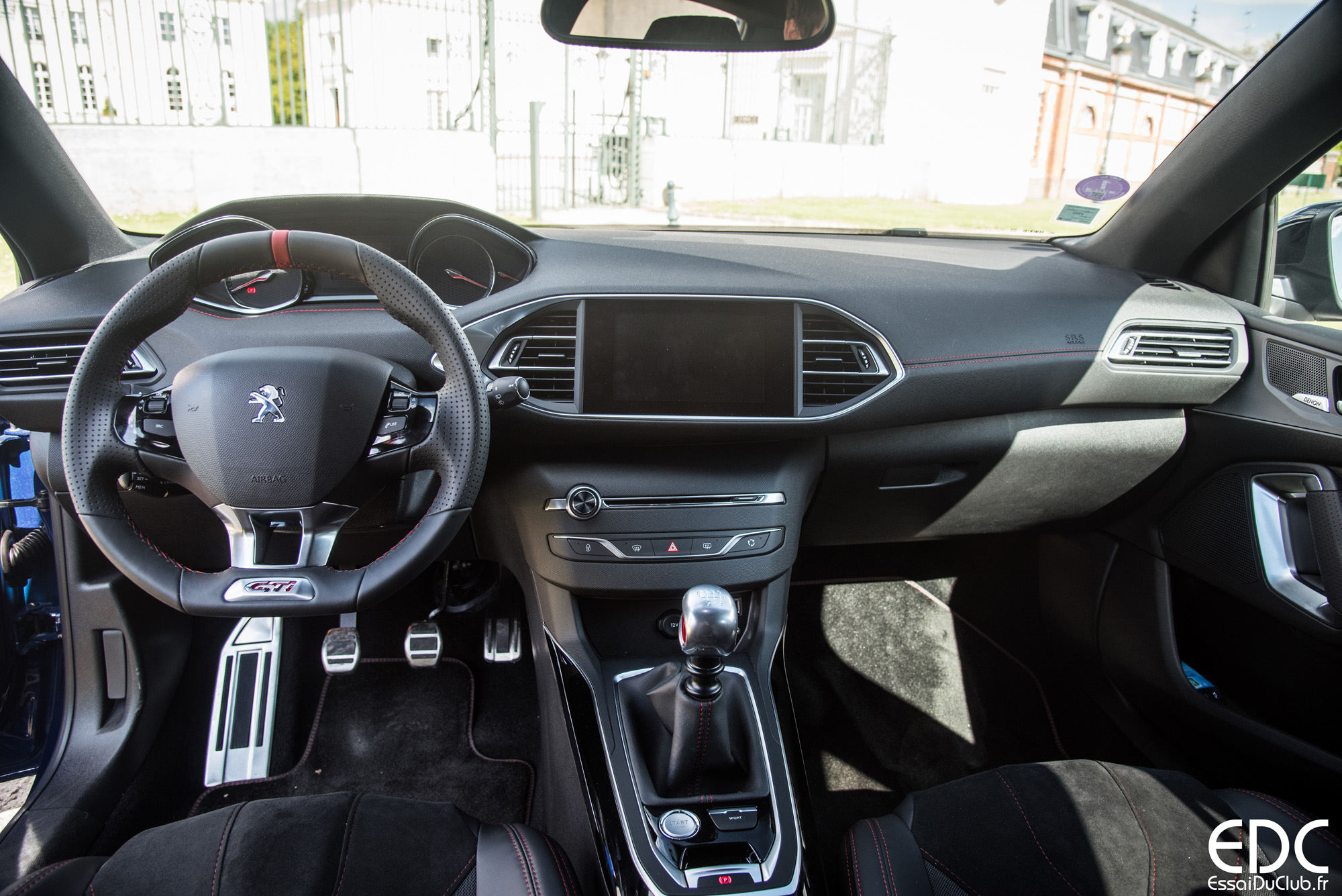 photo 308 cc interieur of interieur peugeot 308. Black Bedroom Furniture Sets. Home Design Ideas