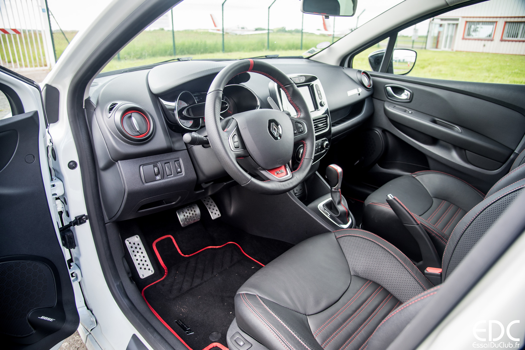essai renault clio rs trophy 220 edc la petite bombe essais du club. Black Bedroom Furniture Sets. Home Design Ideas