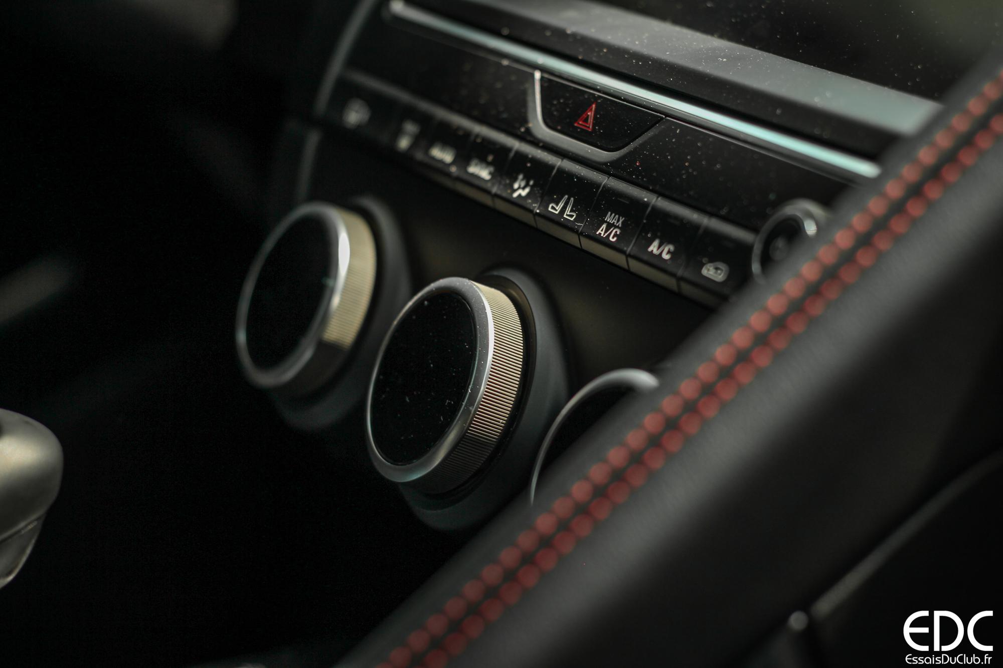 Jaguar E-PACE commandes