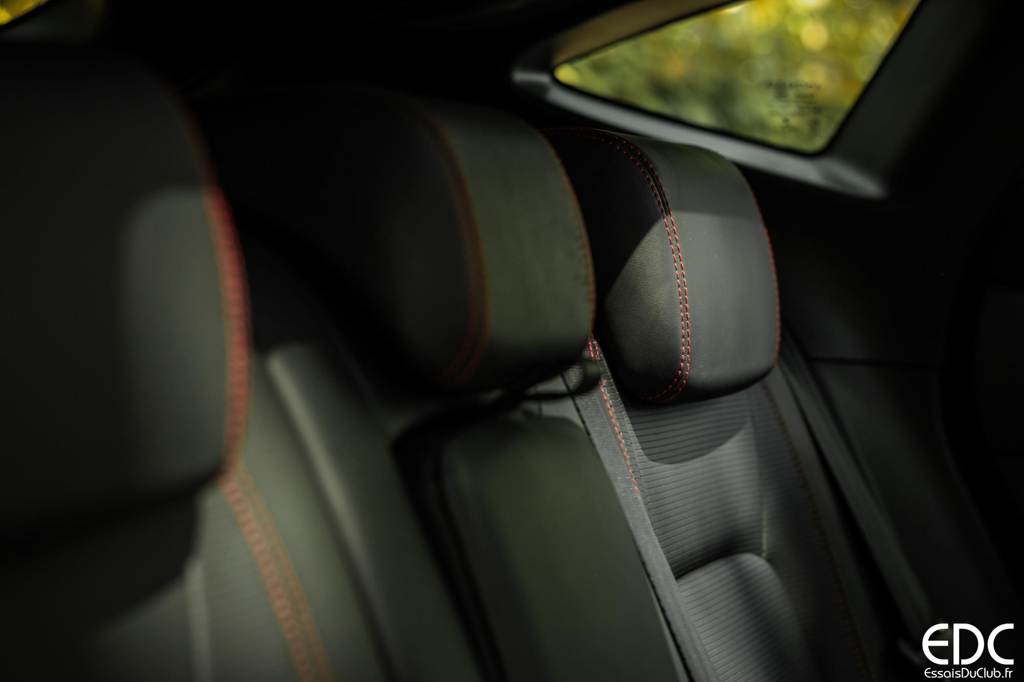 Jaguar E-PACE places arrière