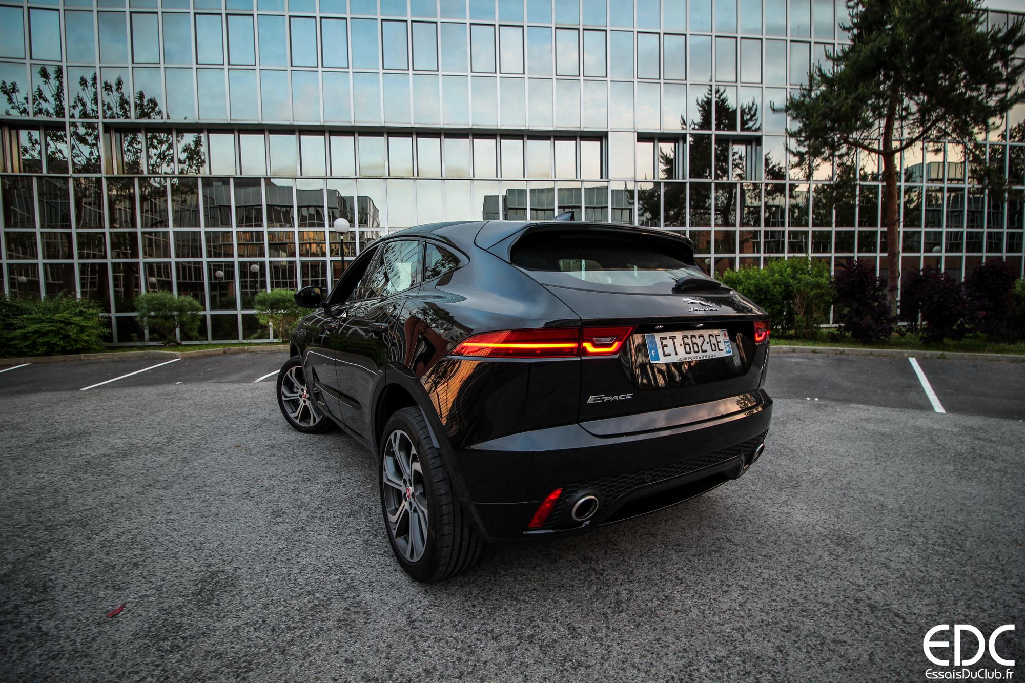 Jaguar E-PACE arrière ville