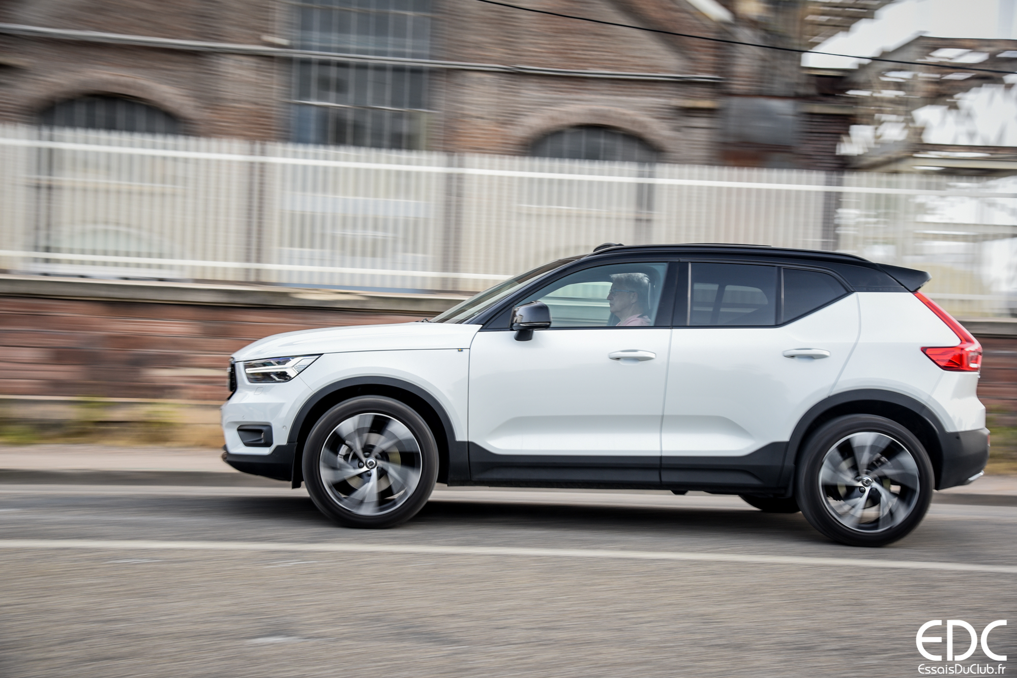essai volvo xc40 d4 awd r design le suv compact qui sait s 39 affirmer. Black Bedroom Furniture Sets. Home Design Ideas