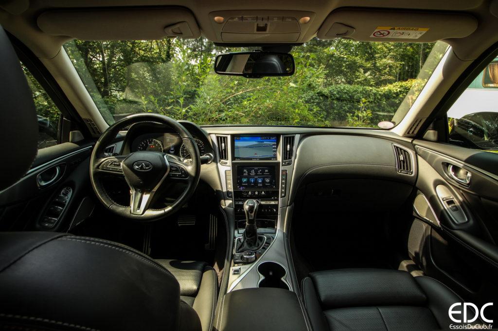 Infiniti Q50 hybride intérieur