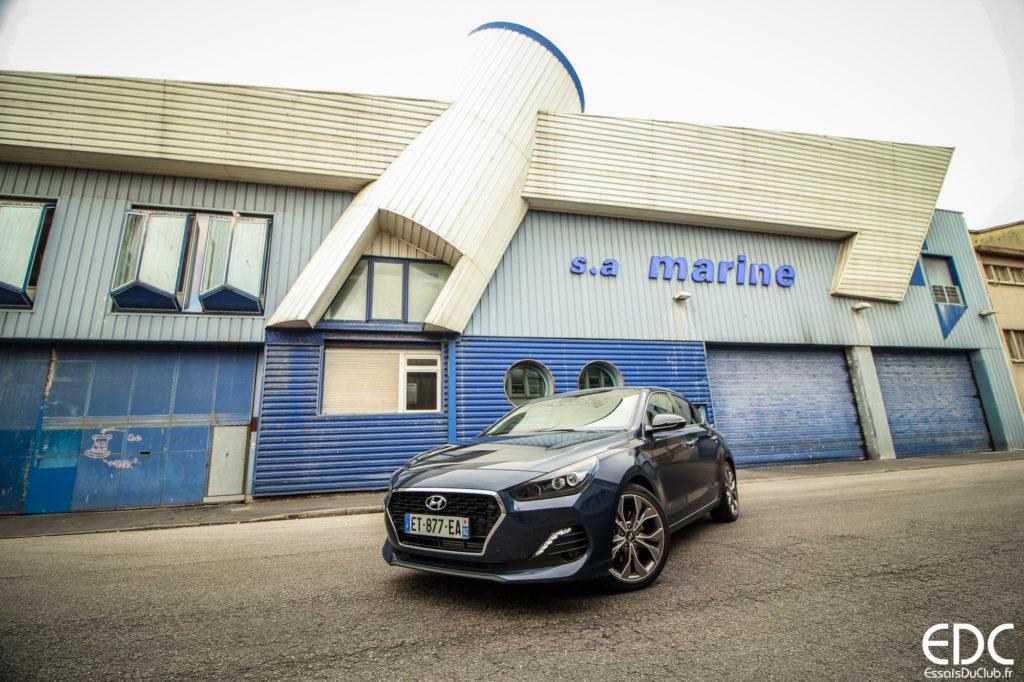 Hyundai i30 Fastback bleue