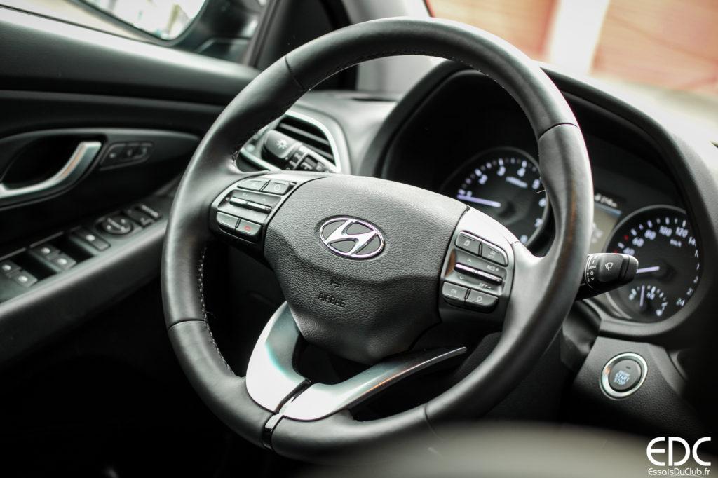 Hyundai i30 Fastback drive