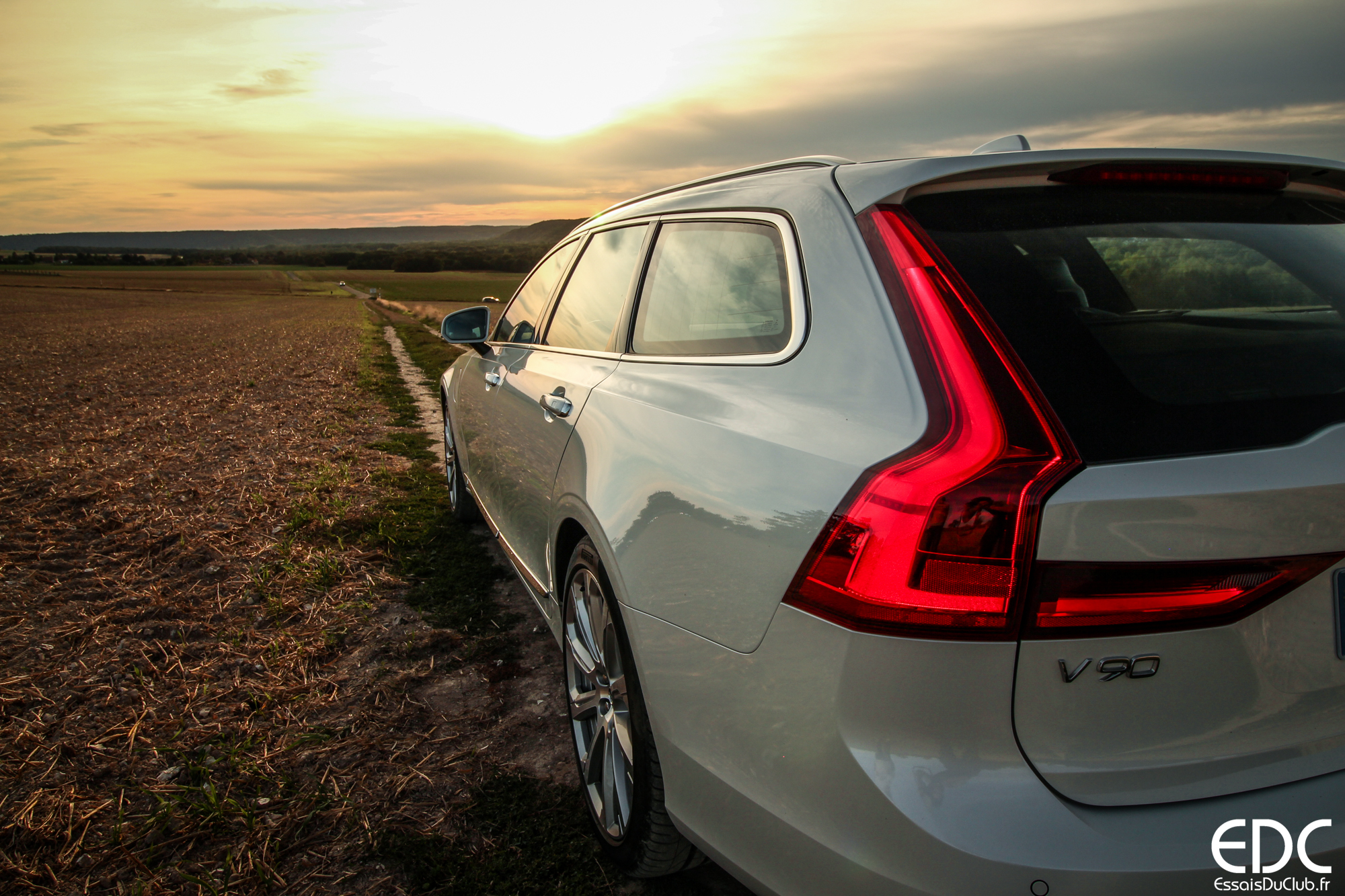 Volvo V90 tailgate
