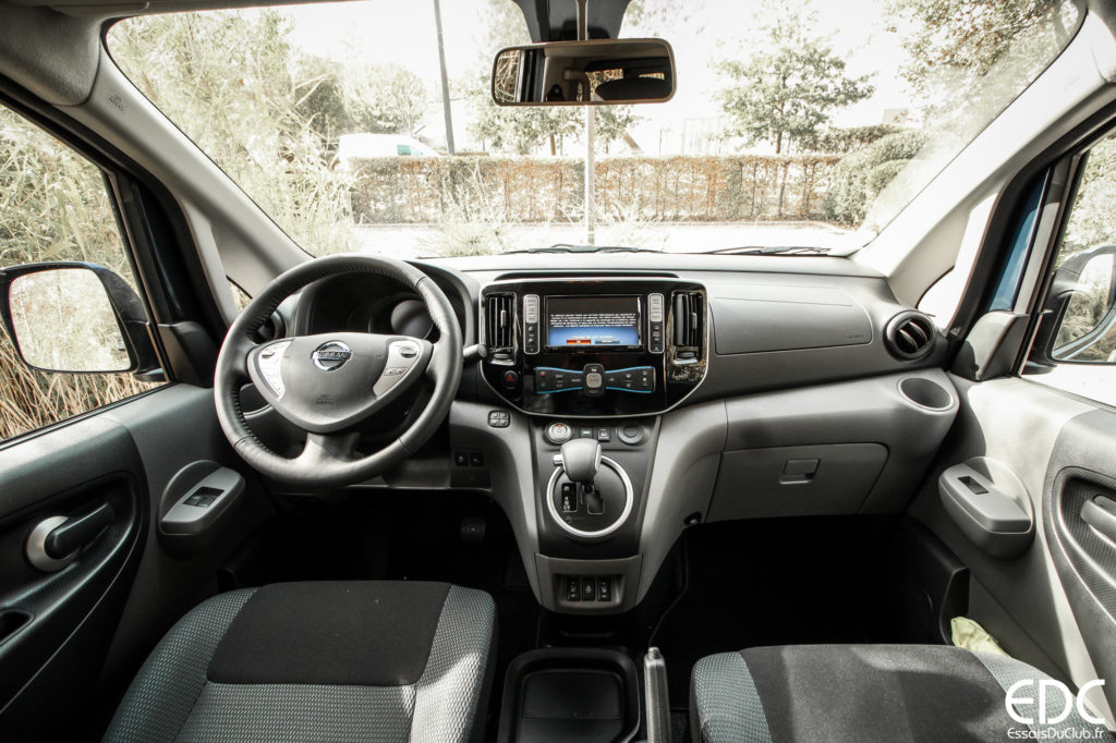 Nissan Evalia intérieur