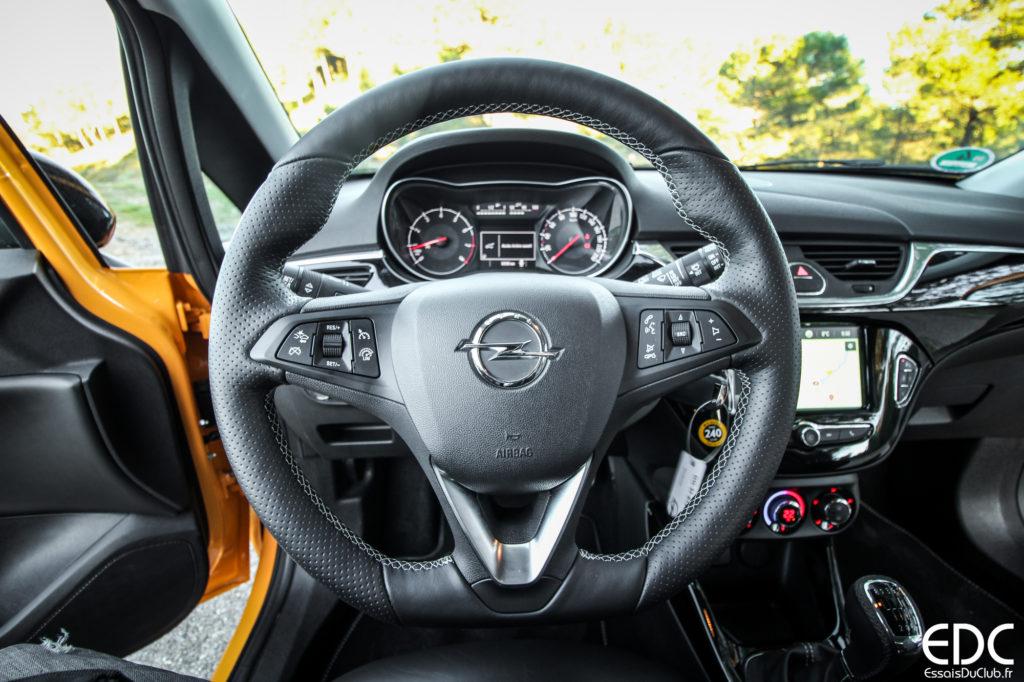 Opel Corsa GSi volant