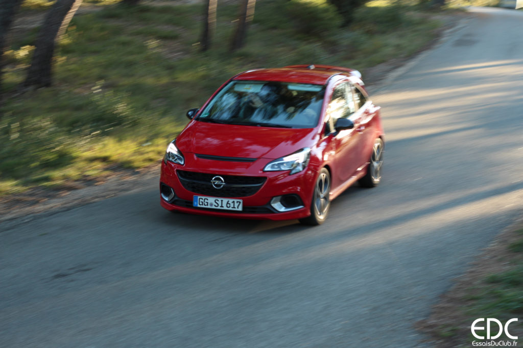 Opel Corsa rouge