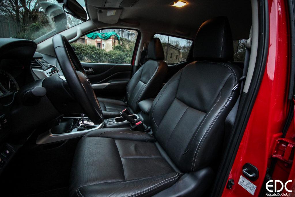 Nissan Navara intérieur cuir