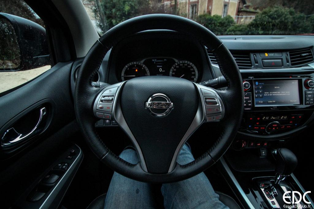 Nissan Navara volant