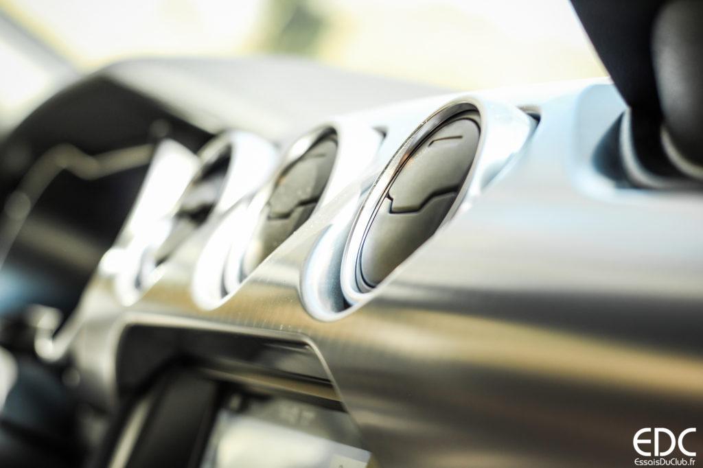 Ford Mustang Bullitt decor